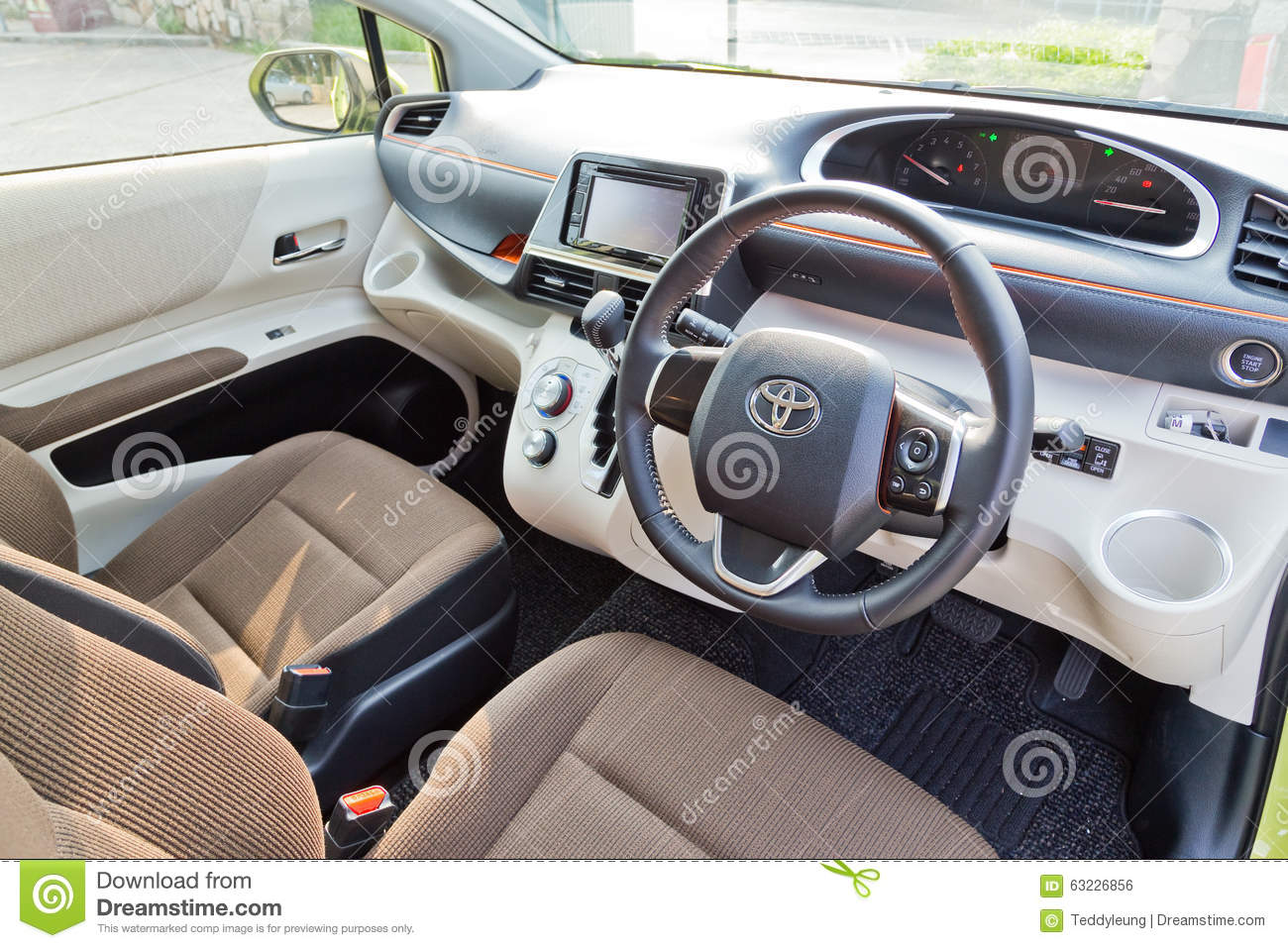 Nissan Stellt Elektroauto Mit Neuem Antriebssystem E Power Vor together with Editorial Photo Toyota Sienta Interior Hong Kong China Aug Aug Hong Kong Image63226856 in addition Watch likewise Pay Per Click moreover 64911927. on hybrid engine animation
