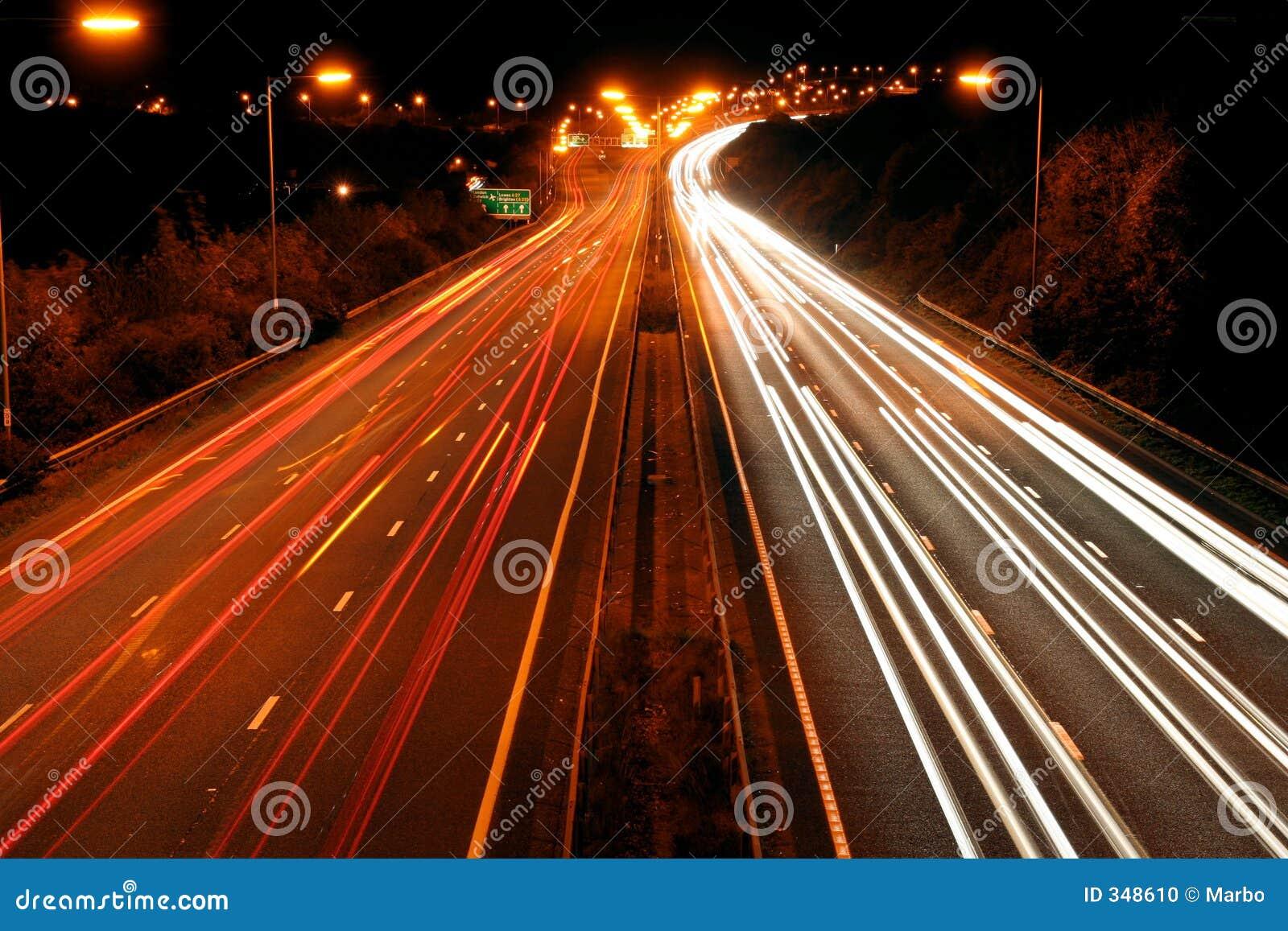 Tráfico en la noche
