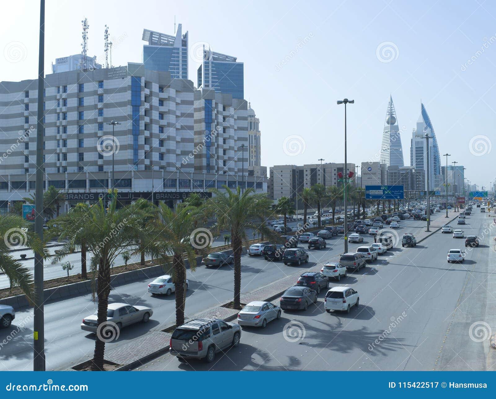 Tráfico ligero en rey Fahad Road