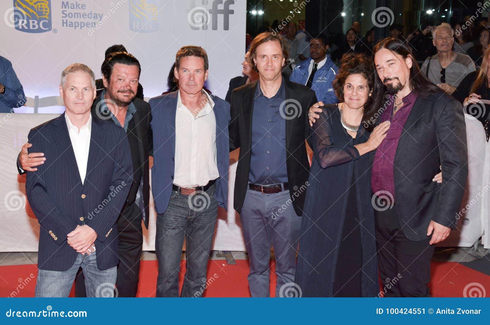 Trágico la cadera y los productores en la premier del ` corriente documental del tiempo largo del ` en el festival de cine del in