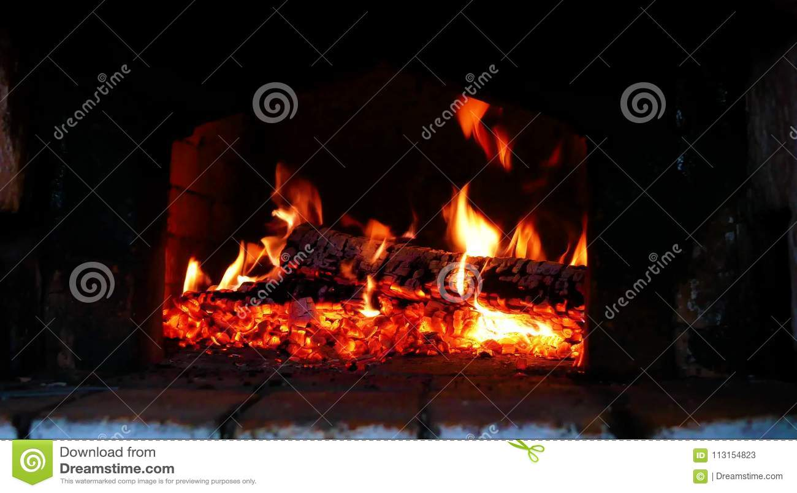 Trä-bränning i ryssugnen