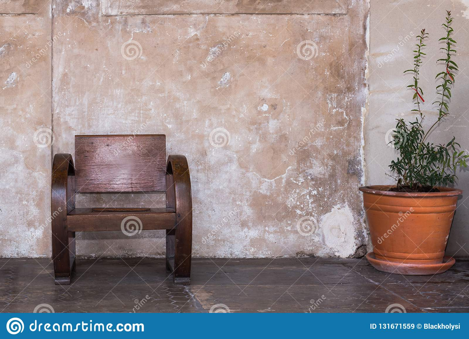 Träantik stol