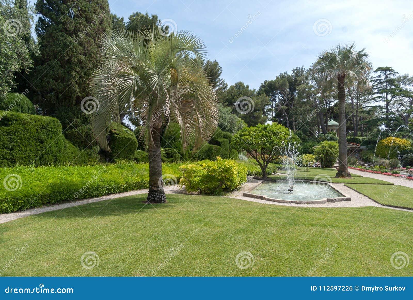 Trädgårdar av villan Ephrussi de Rothschild