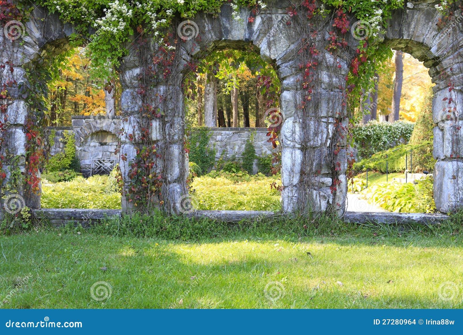 Trädgårds- struktur från stenen i monteringsgodset.