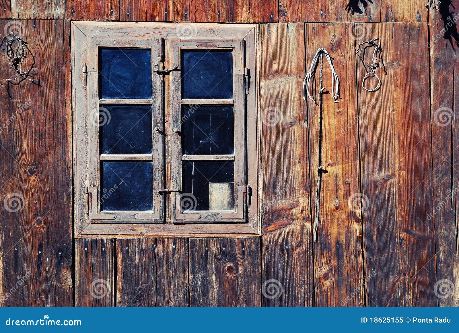 Trägammalt fönster