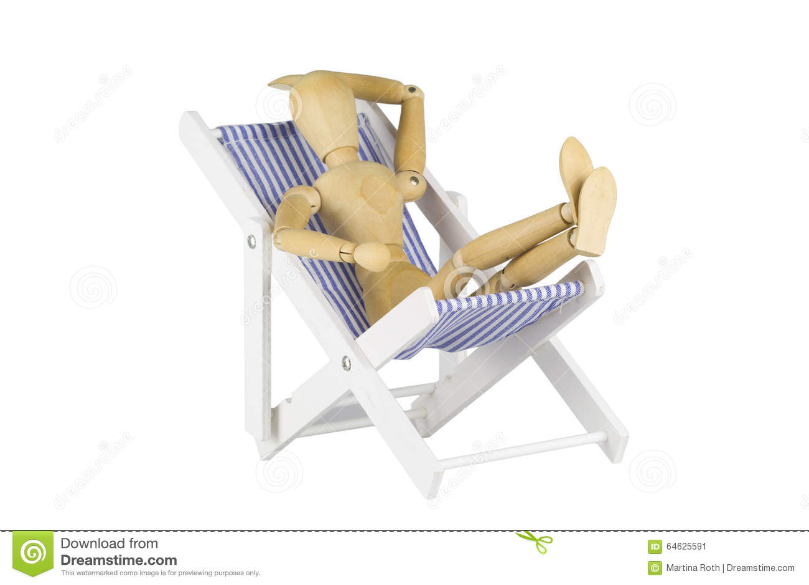 Träskyltdocka på en strandstol