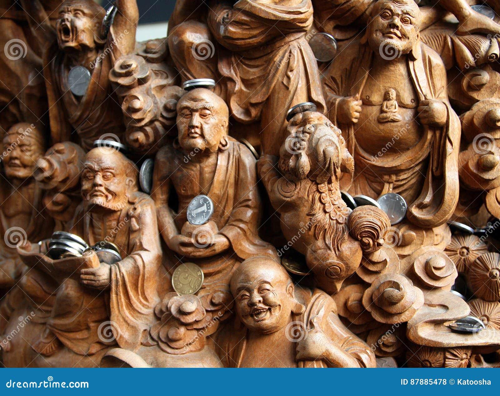 Träsniden panel av 18 16 Arhats i den Jade Buddha Temple Yufo Chan si