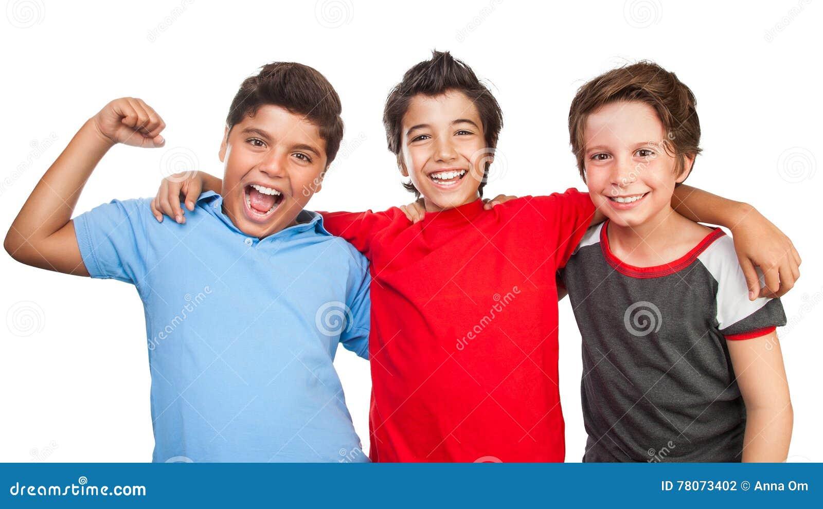 Três amigos felizes