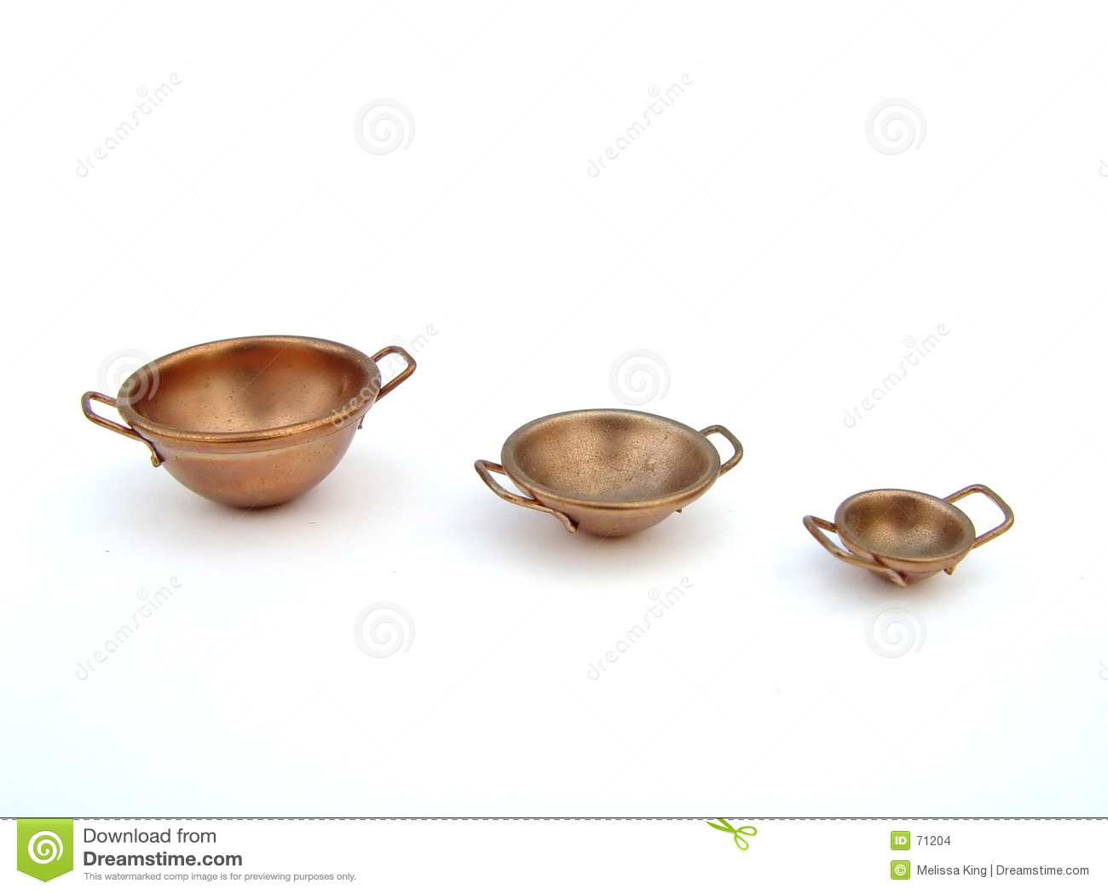 Três bacias de cobre