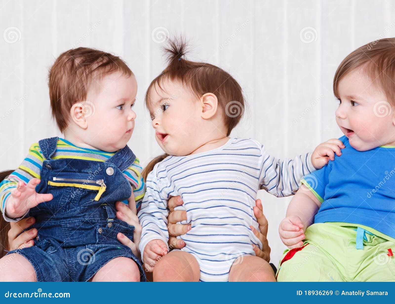 Três bebês