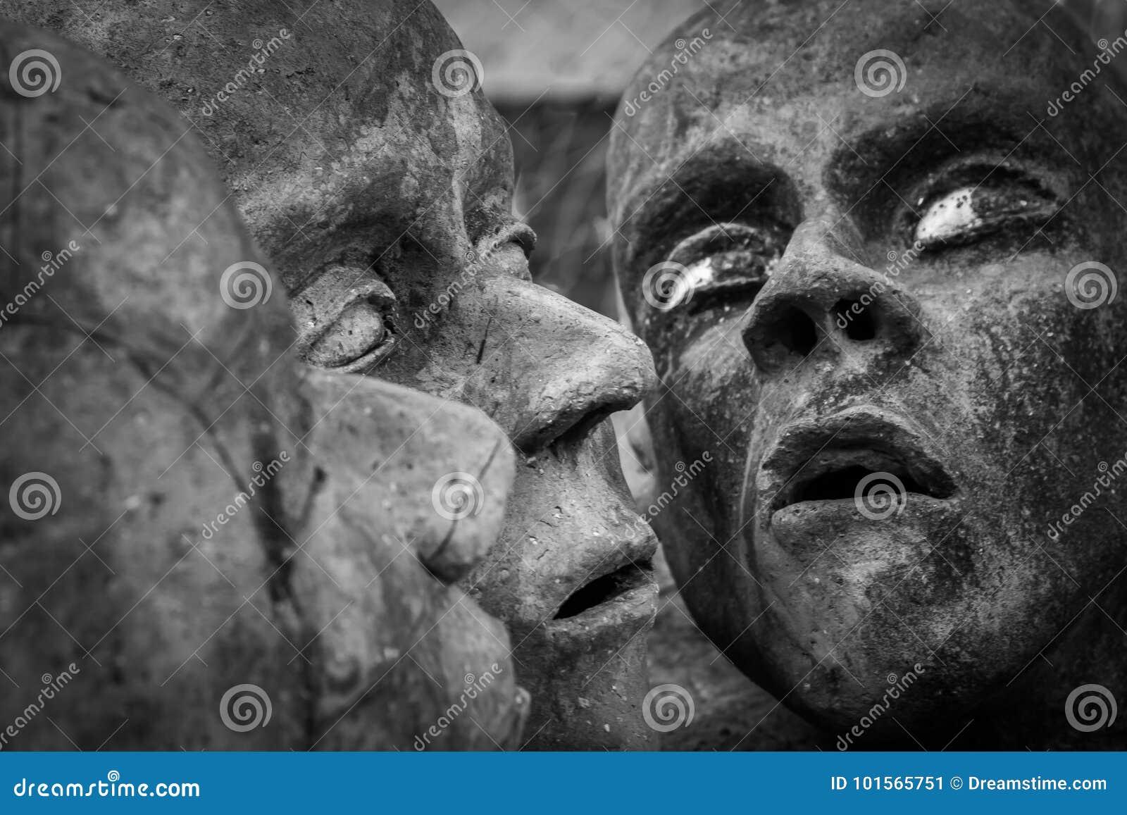 Três cabeças