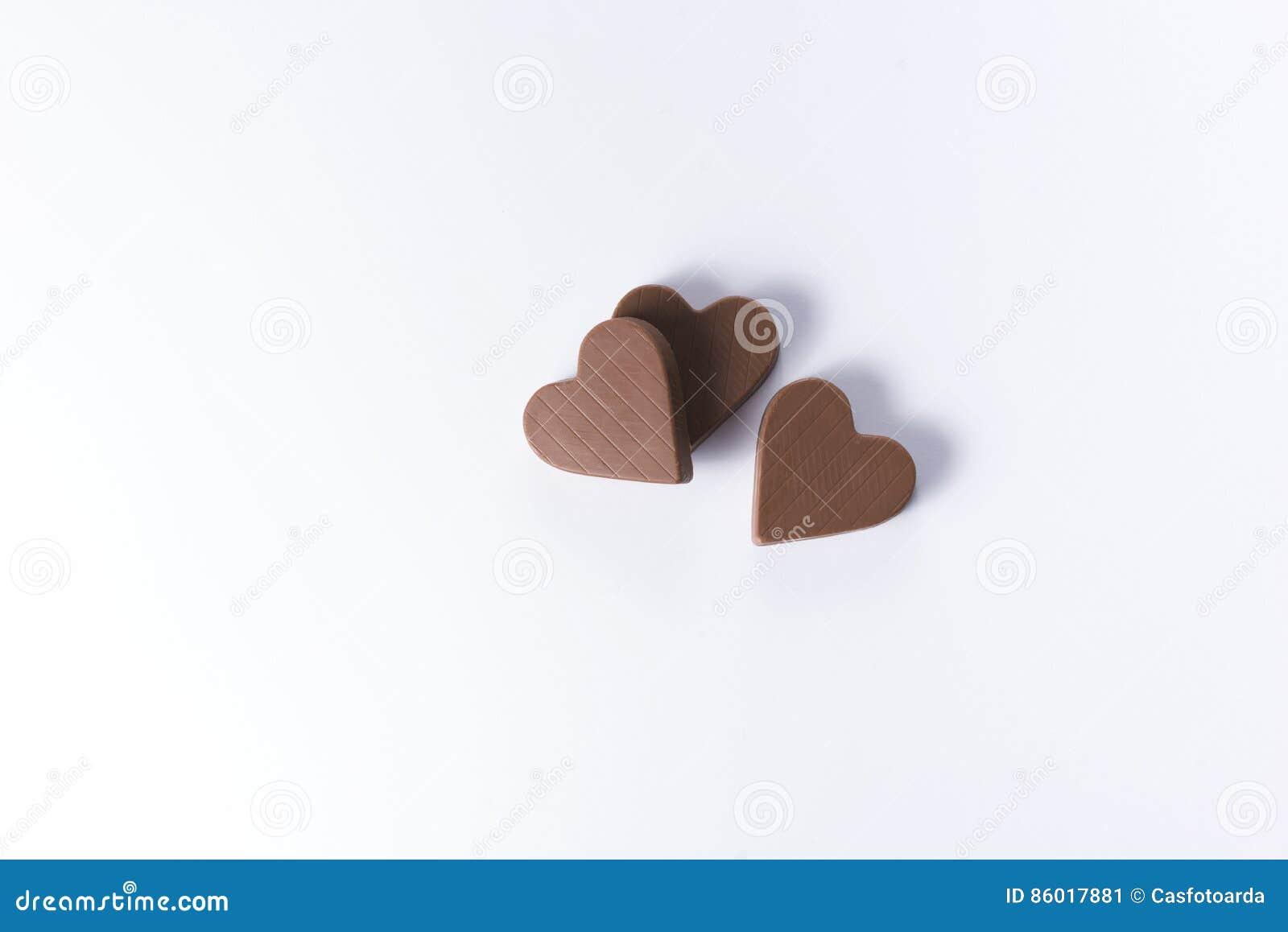 Três chocolates dados forma coração