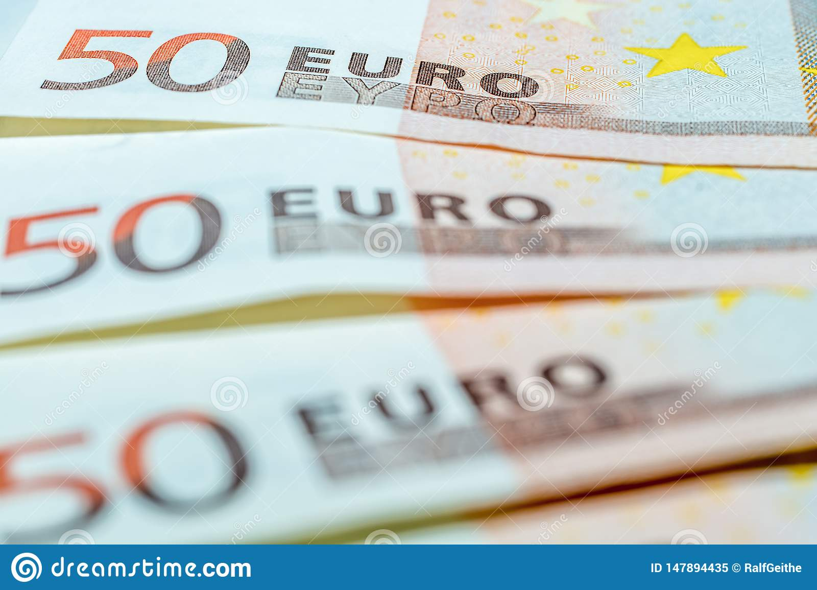 Três 50 contas do Euro como um símbolo da finança