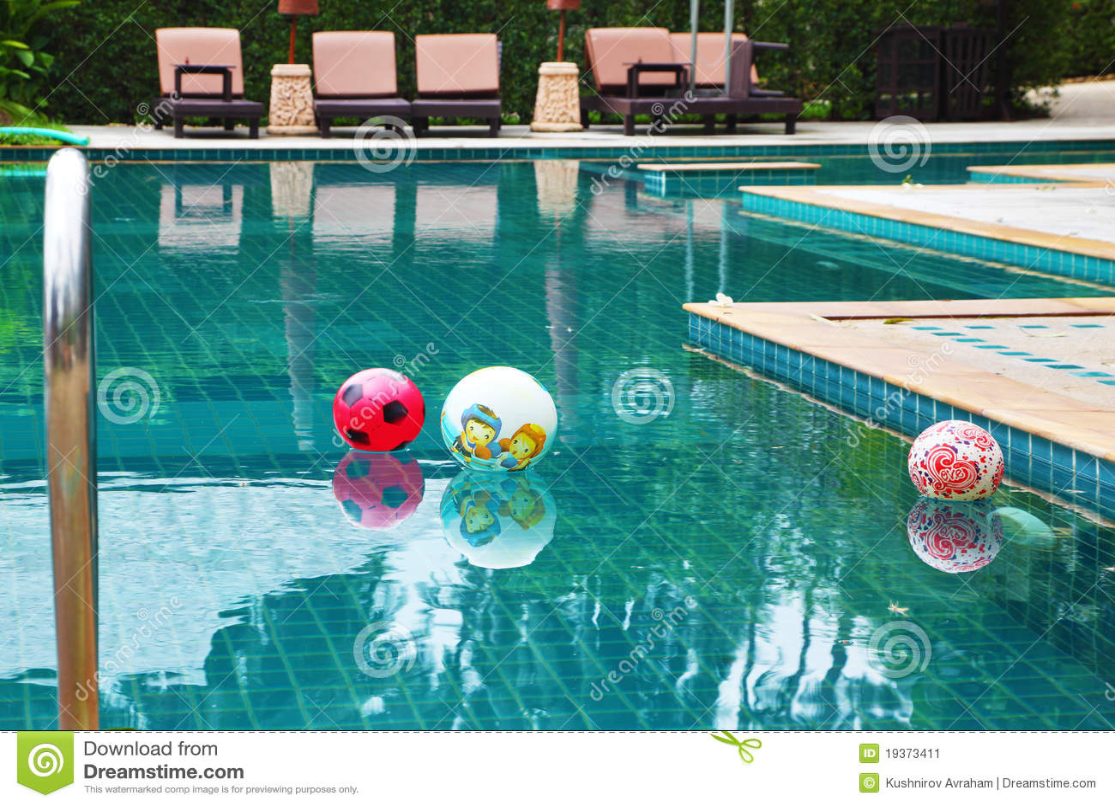 Três esferas coloridas bonitas na associação