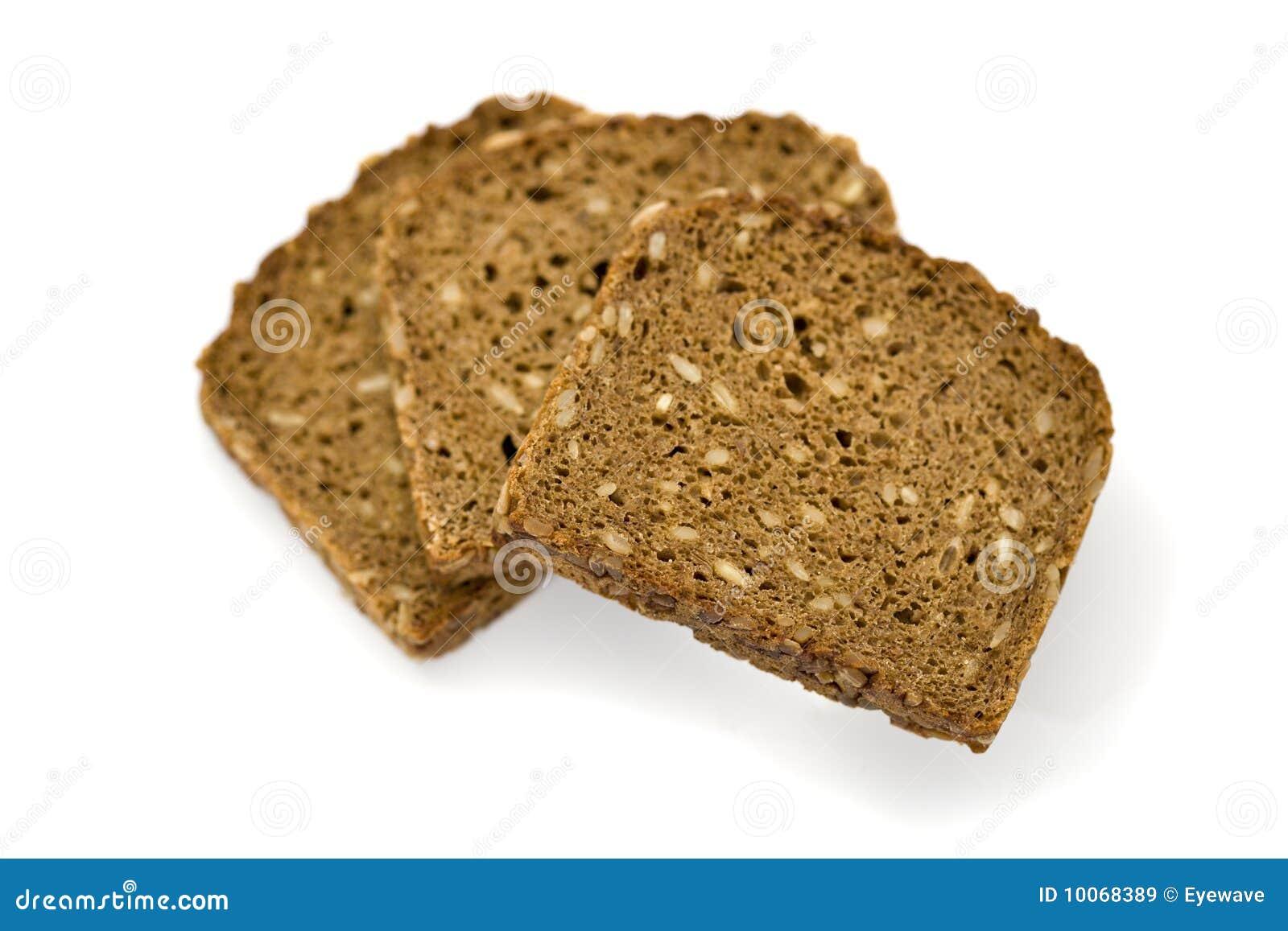 Três fatias de pão inteiro da grão