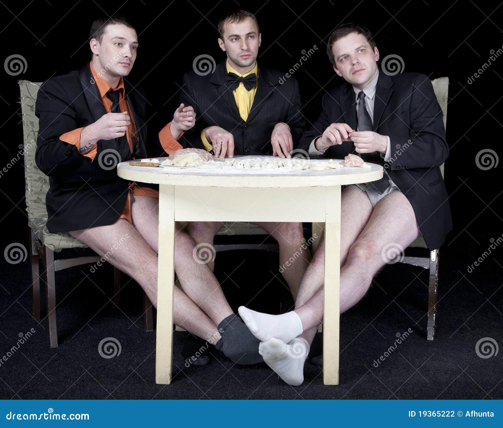 Três homens