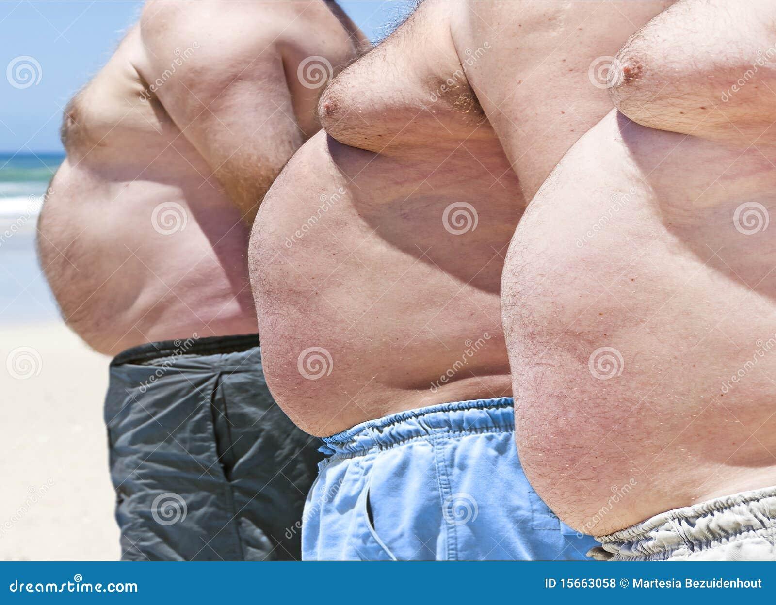 Fotos de Stock Royalty Free: Três homens gordos em uma praia