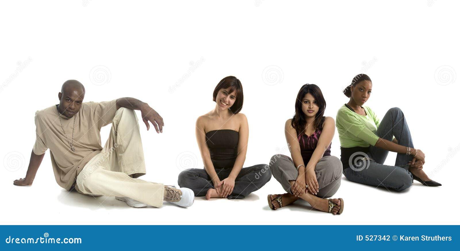 Três mulheres e um homem
