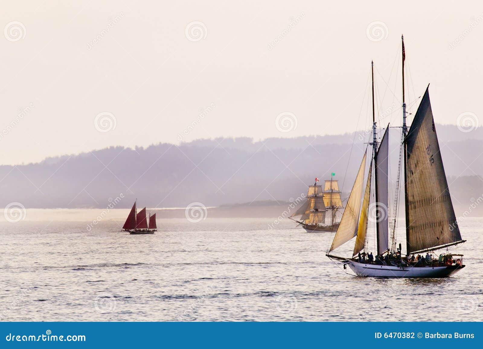 Três navios de navigação altos