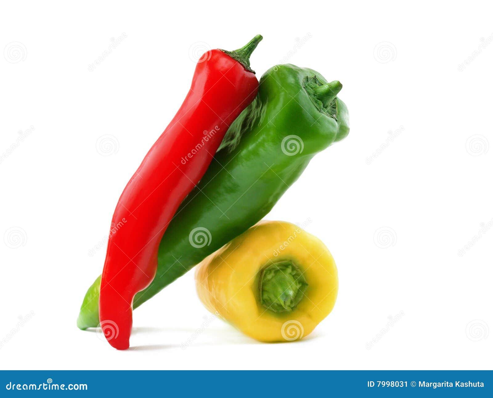 Três pimentões verdes vermelhos amarelos