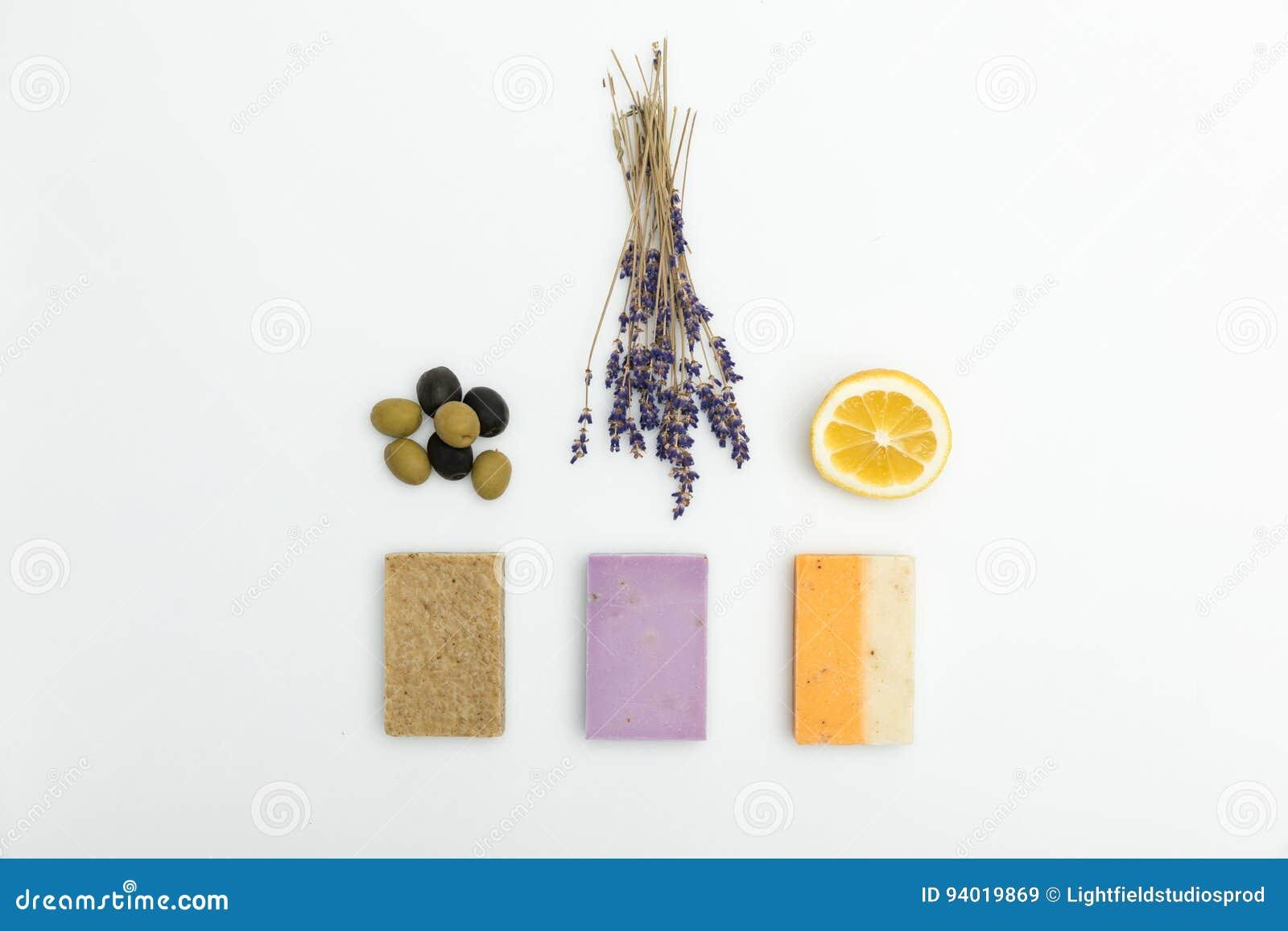 Três Tipos No Sabão Caseiro Com A Alfazema Azeitonas Secadas E O