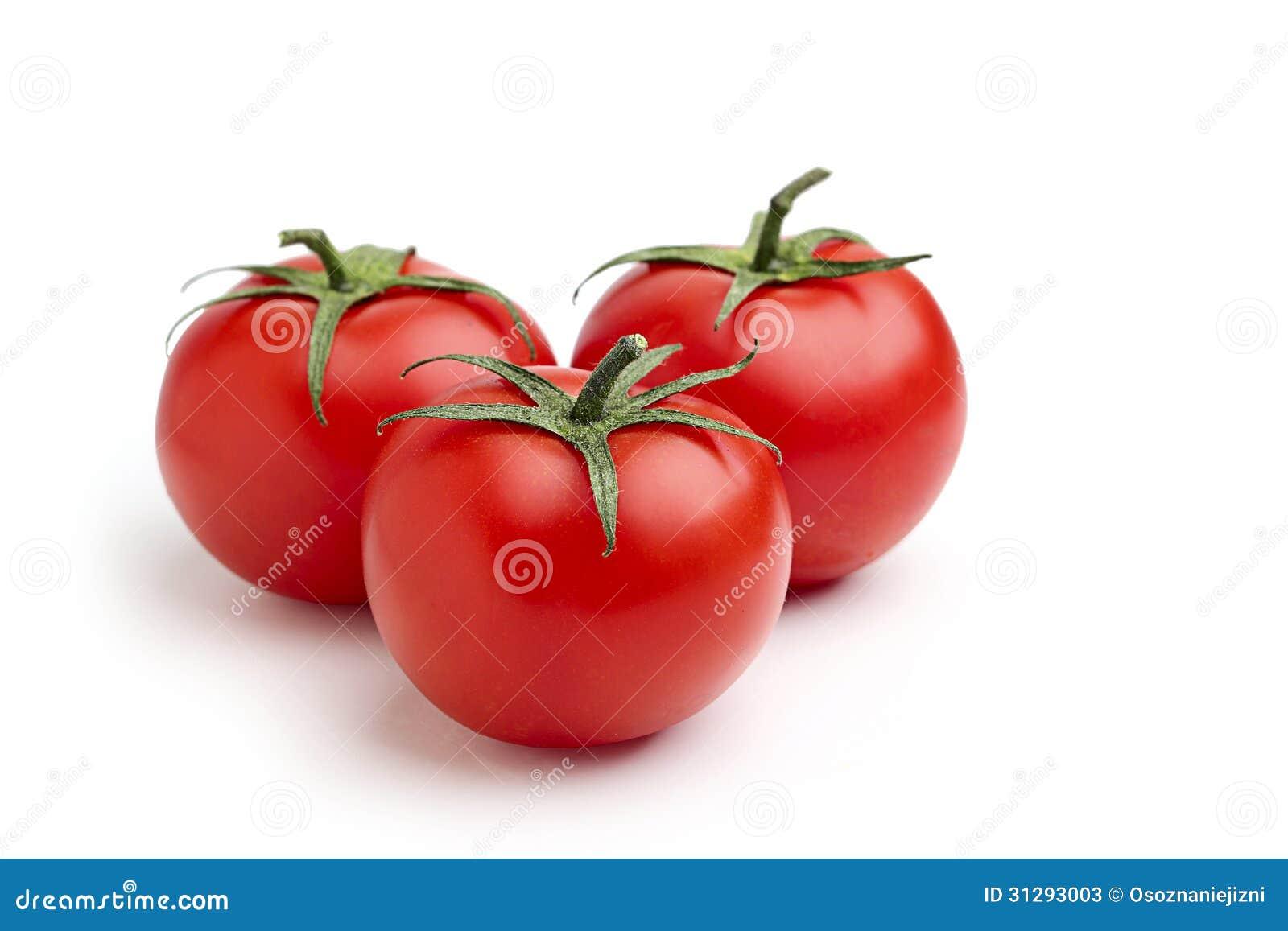 Três tomates vermelhos.