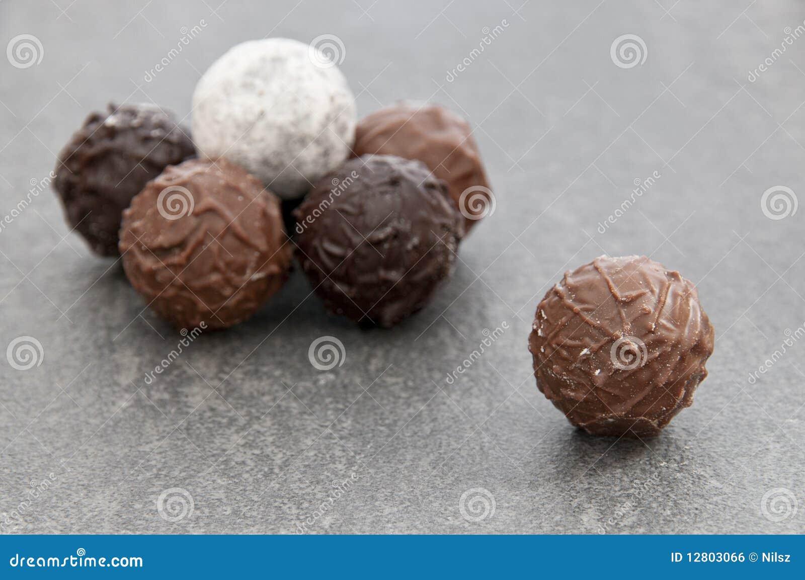 Três trufas de chocolate diferentes