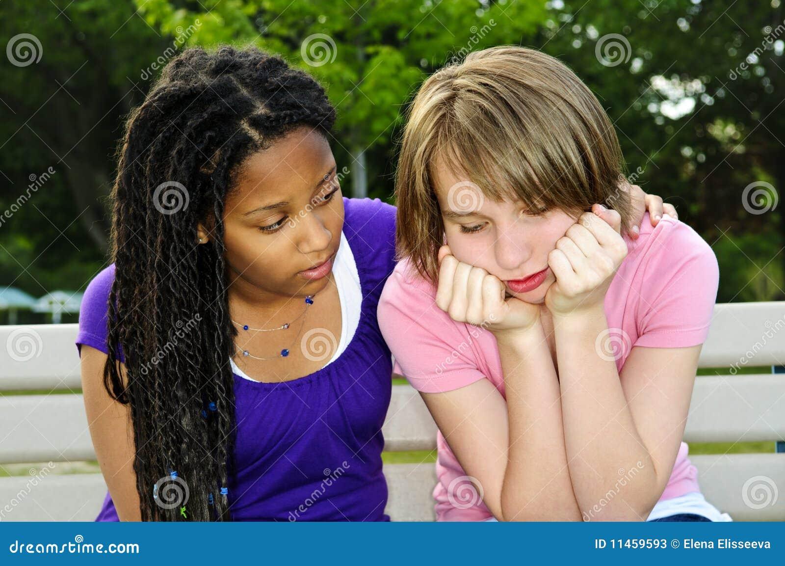 Trösta vän henne tonåring