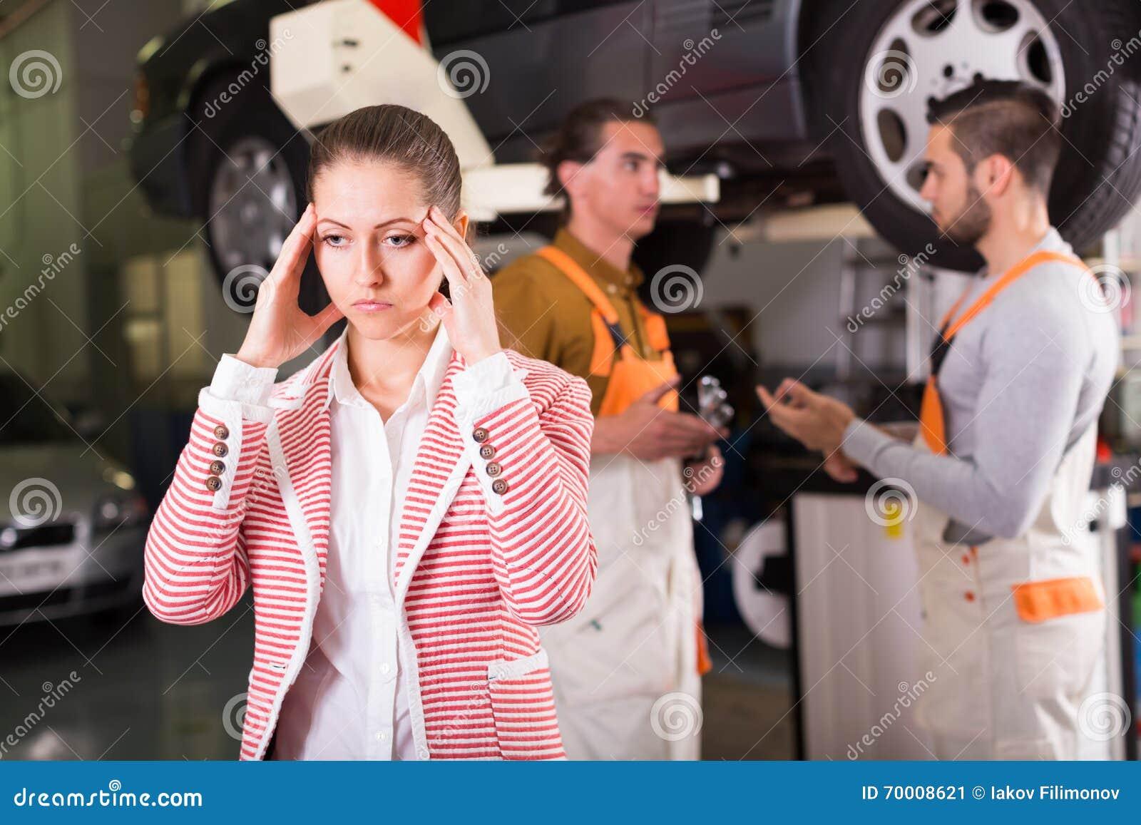 Trött klient på automatiskservice