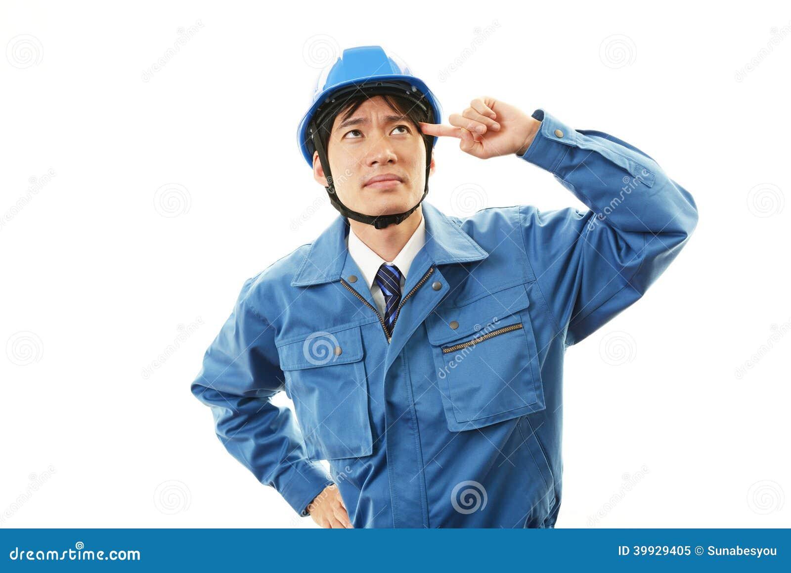 Trött och stressad asiatisk arbetare