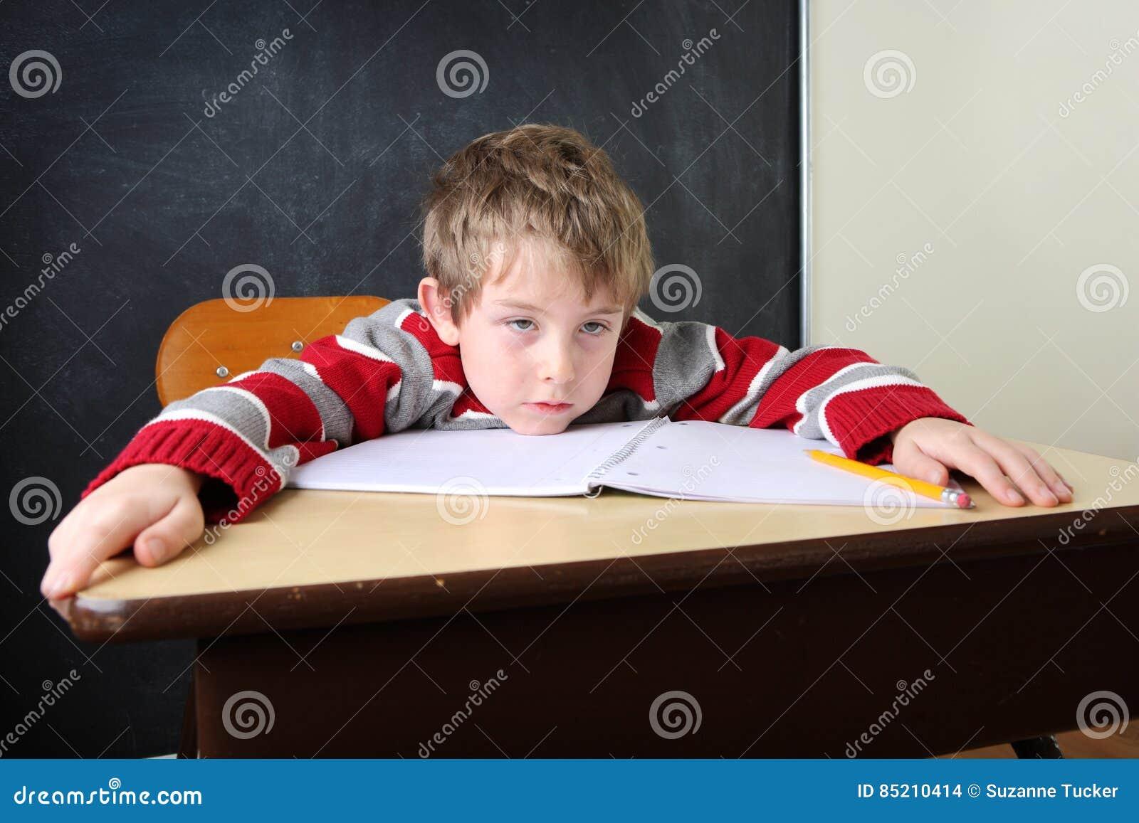 Trött och uttråkad student