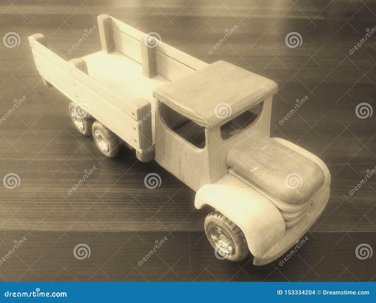 Tr?gammal lastbil