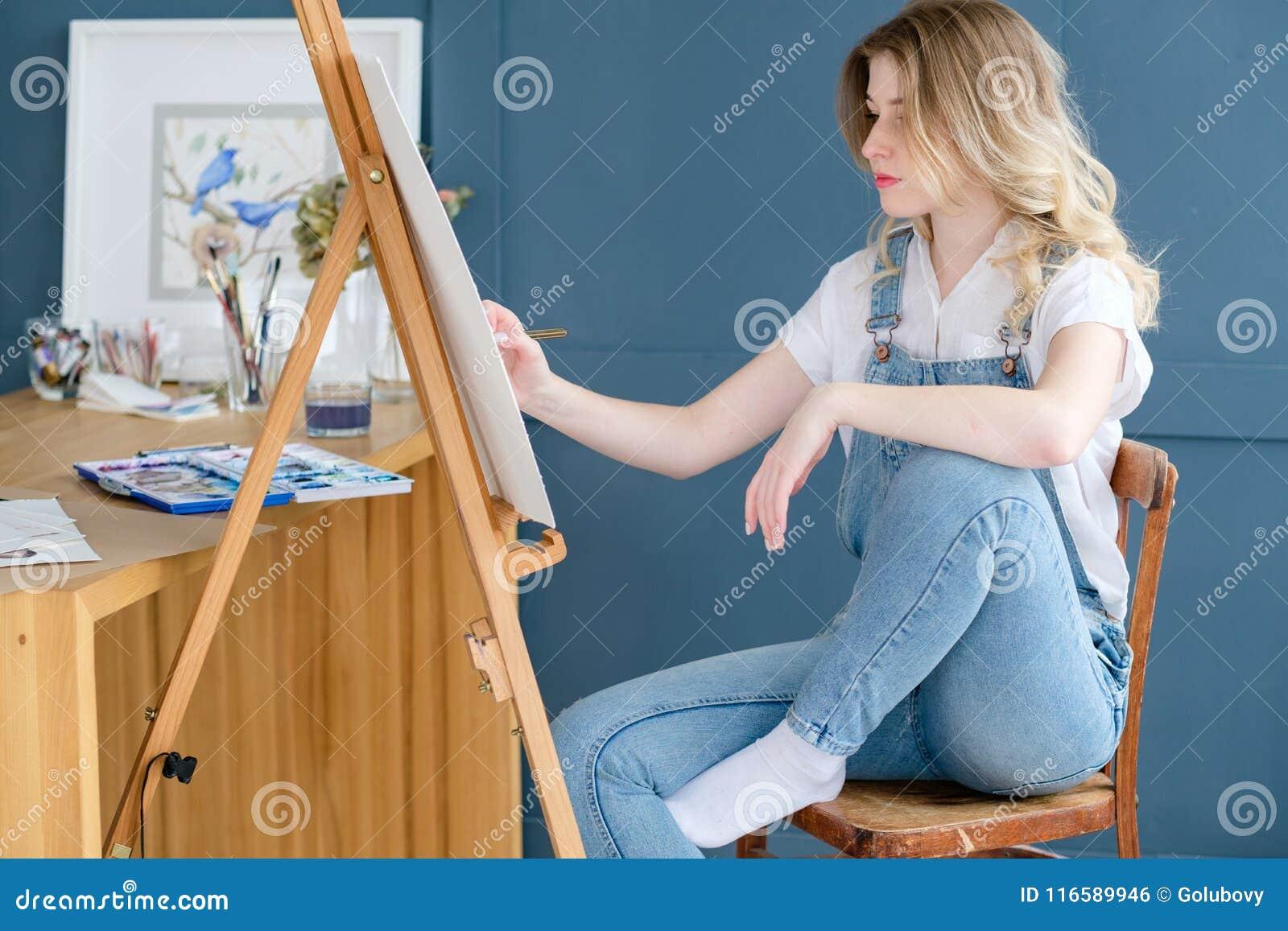 Tração astuta da menina do talento da personalidade do passatempo da pintura