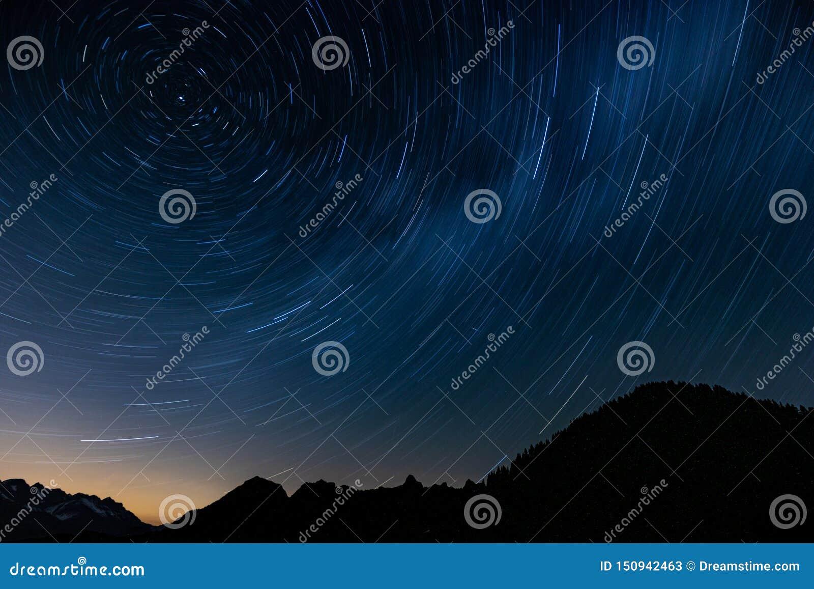 Traînée d étoile en montagne
