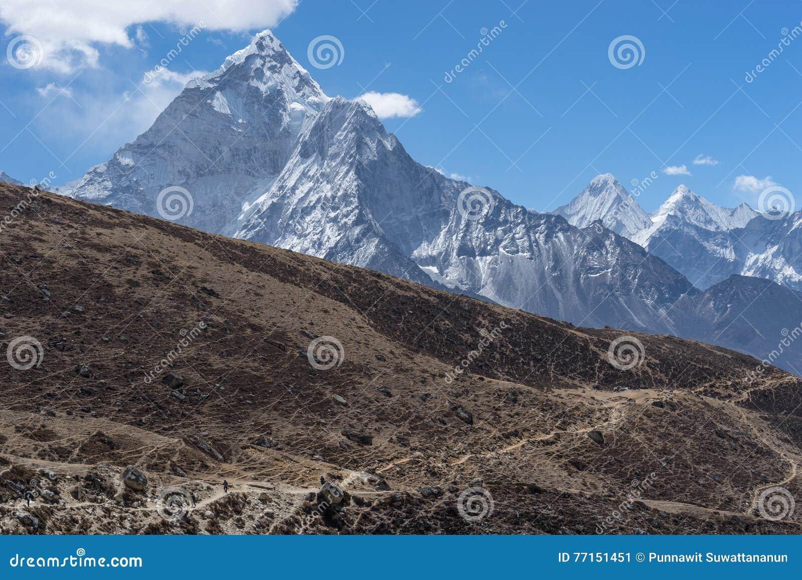 Traînée de trekking au passage de Thukla, région d Everest
