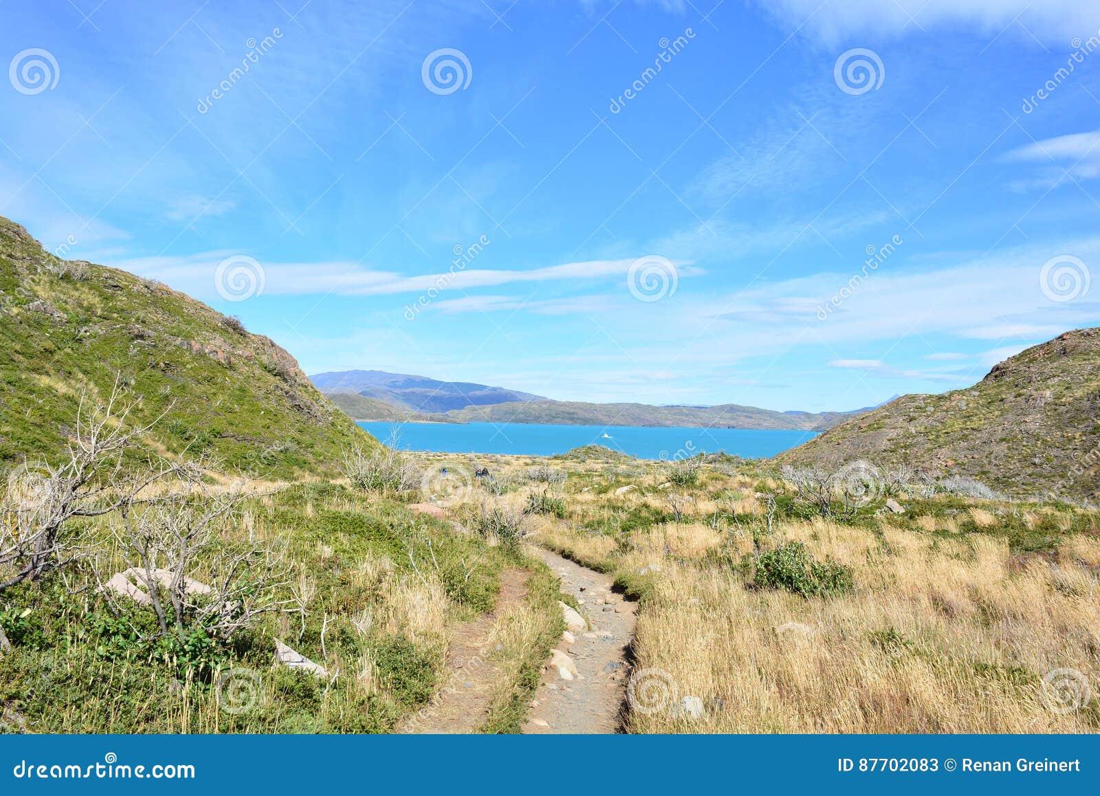 Traînez en parc national de Torres del Paine, Chili