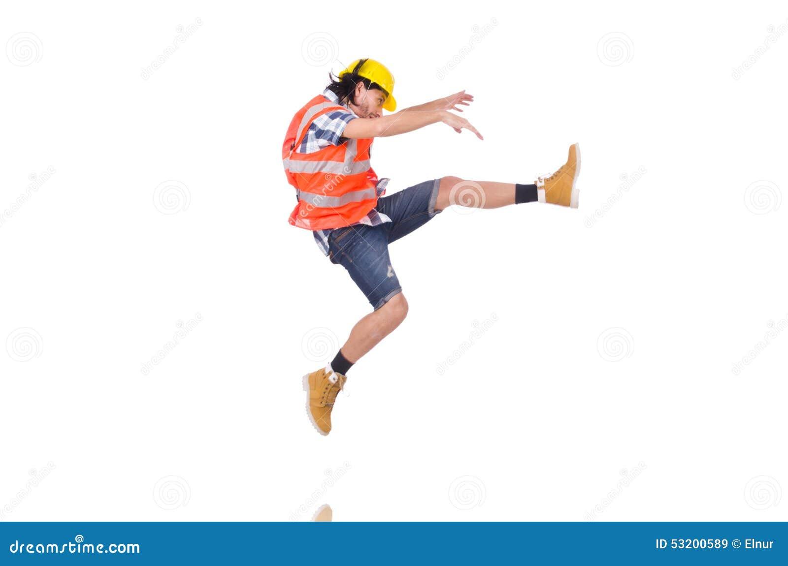 Trabajador de construcción joven que cae aislado encendido