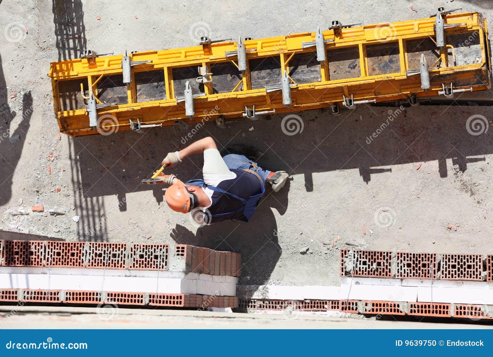 Trabajador en el emplazamiento de la obra