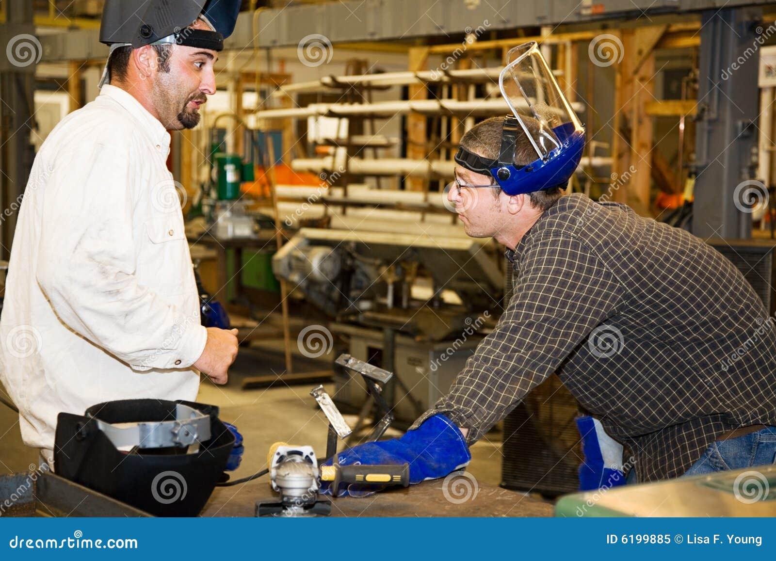 Trabajador y supervisor del metal