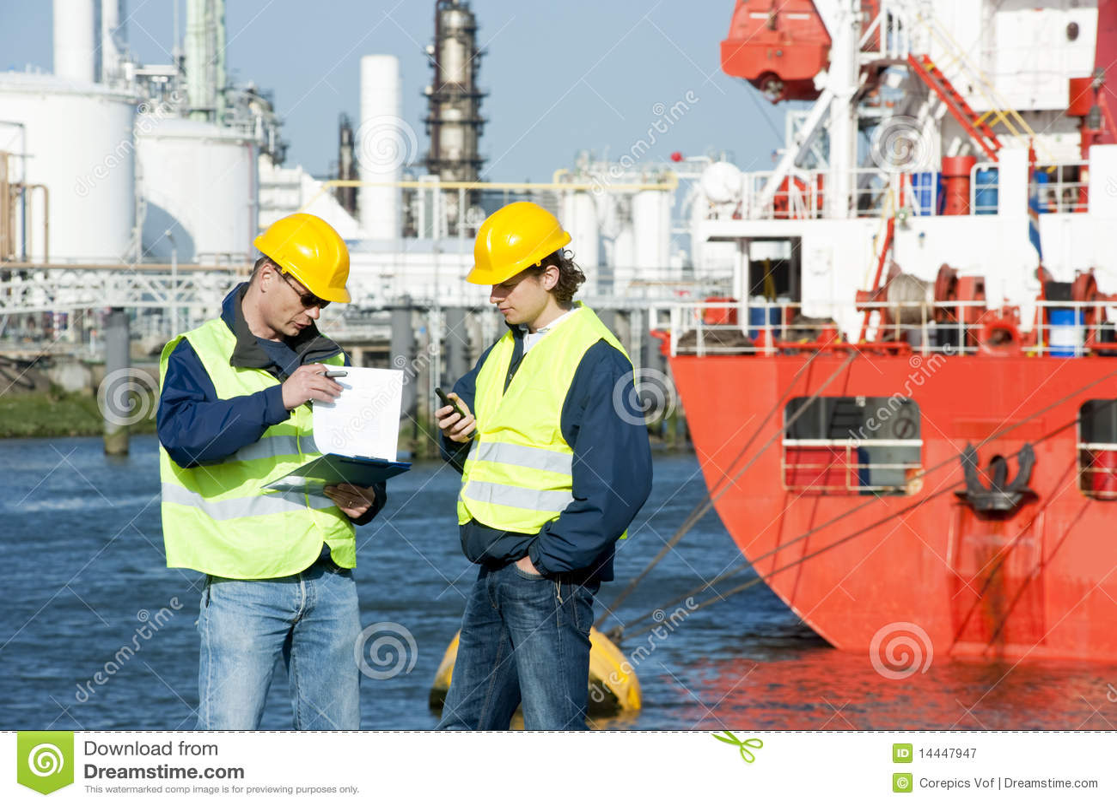 Trabajadores del puerto que hablan