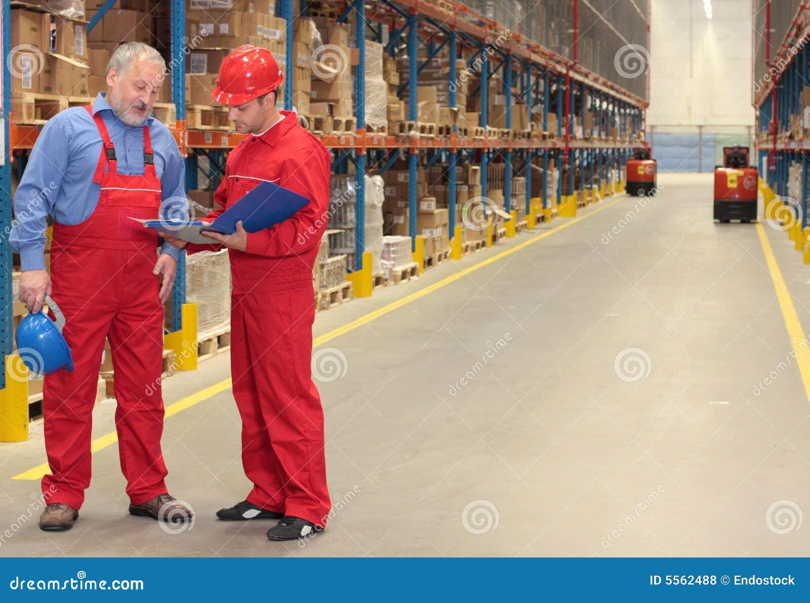 Trabajadores en almacén