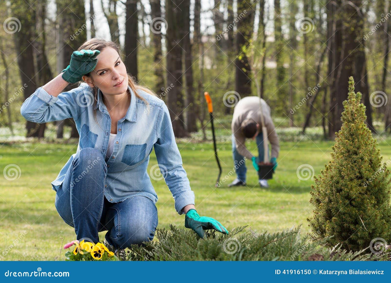 Trabajo de agotamiento en jardín