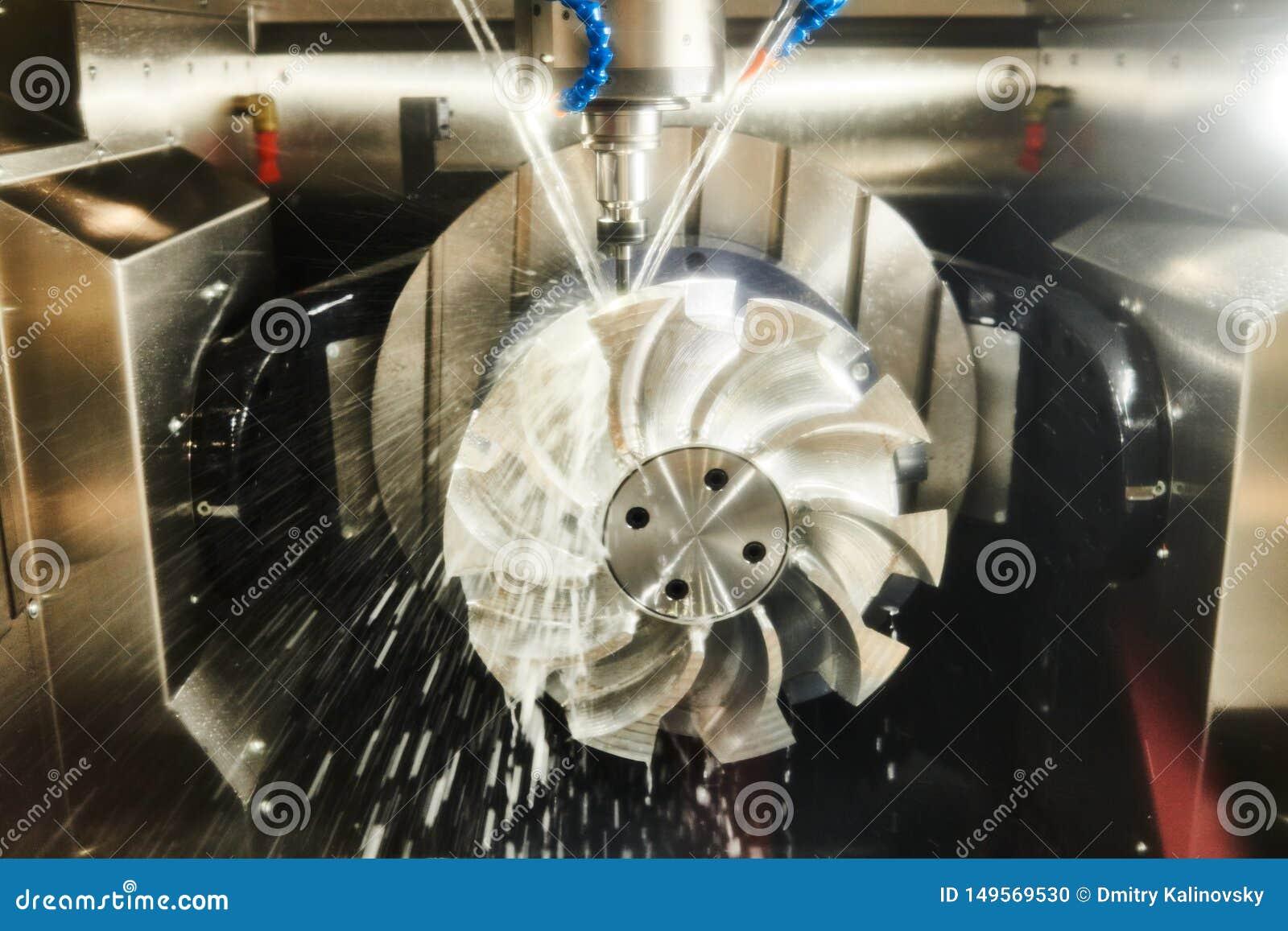 Trabajo de la fresadora del CNC L?quido refrigerador y lubricaci?n en industria de la trabajo de metalister?a