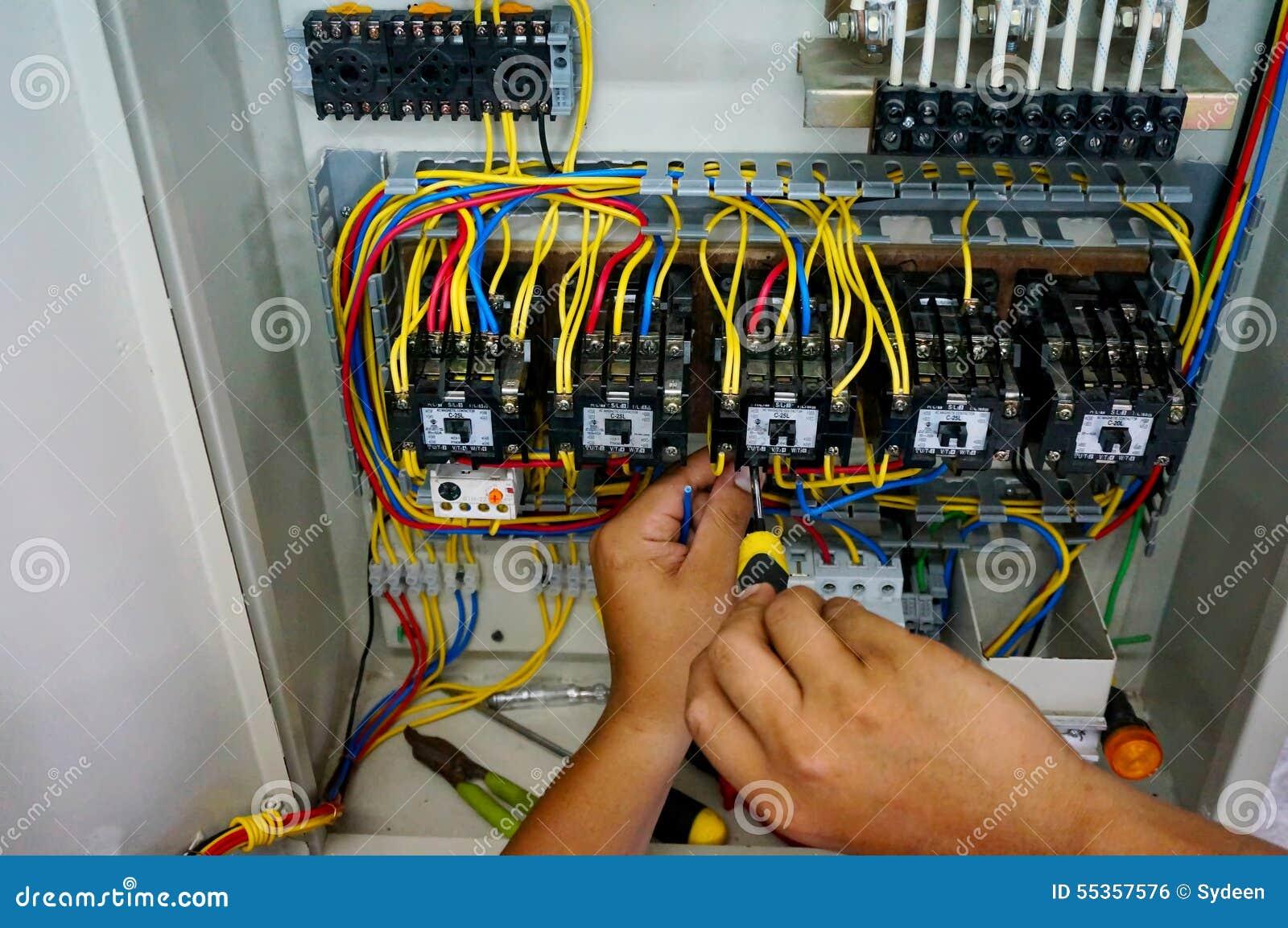 Trabajo del cableado del contactor