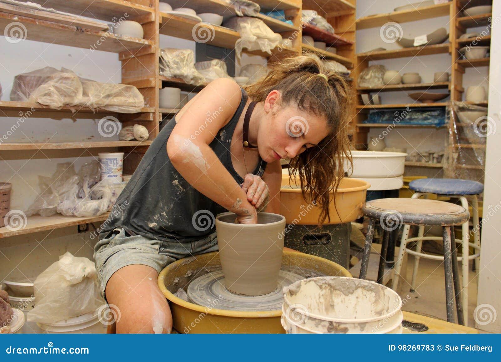Trabajo en el estudio de la cerámica