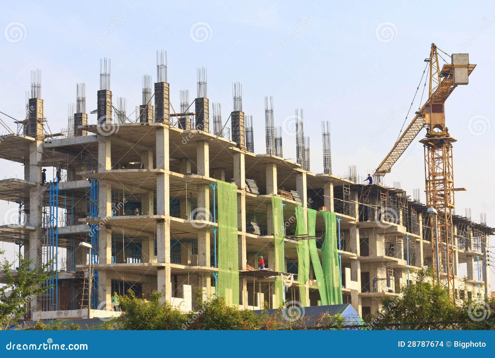 Trabajo en lugar con muchos edificios altos bajo for Videos de construccion de edificios