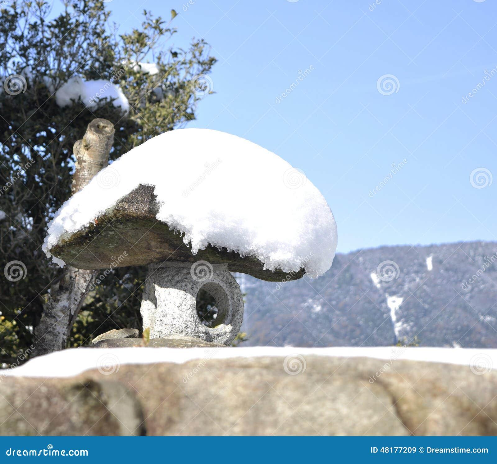Trabajo japonés de la piedra del jardín