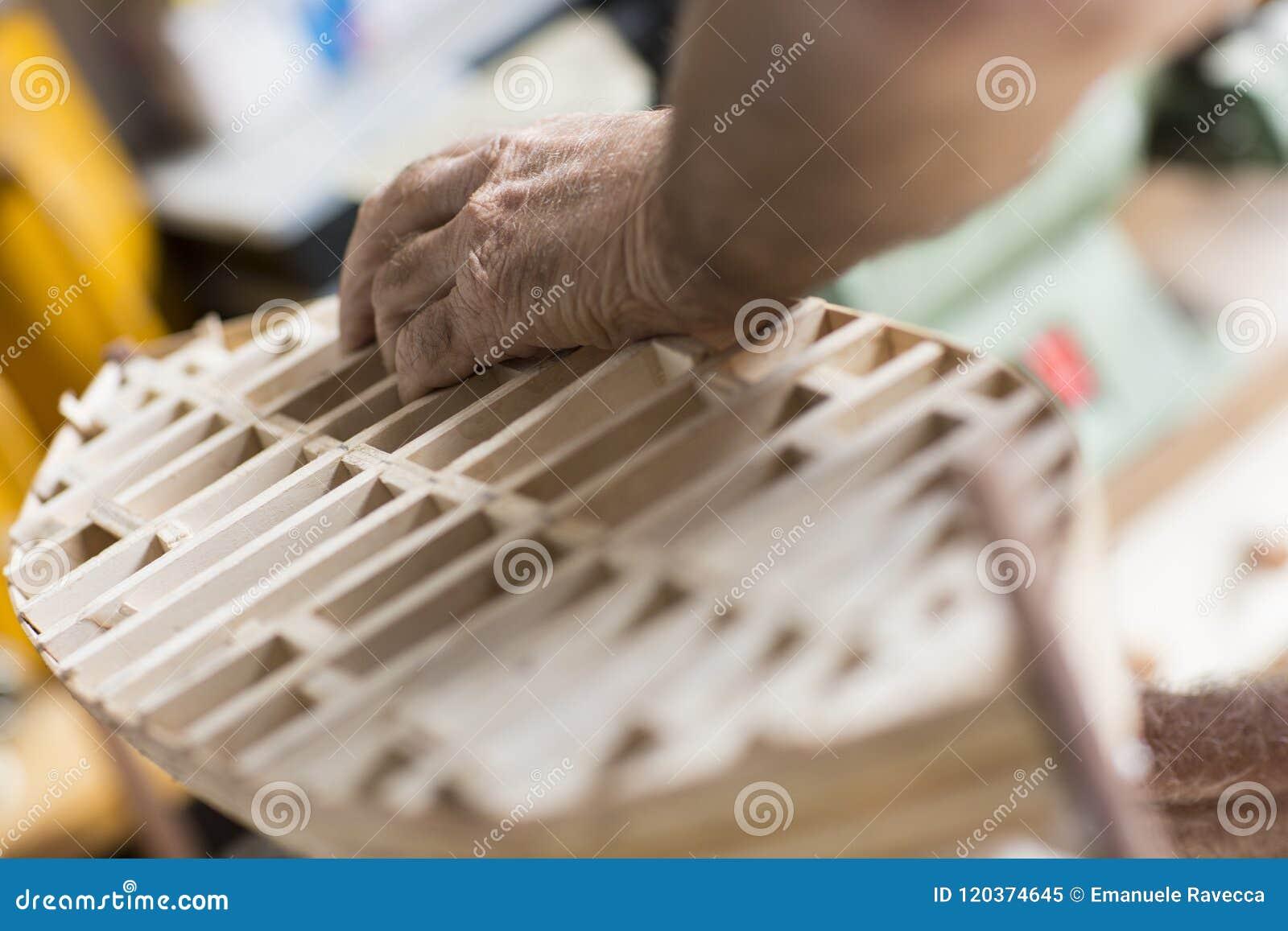 Trabajos Manuales Handcrafted De Un Modelo De Madera Del Barco - Trabajos-manuales-en-madera