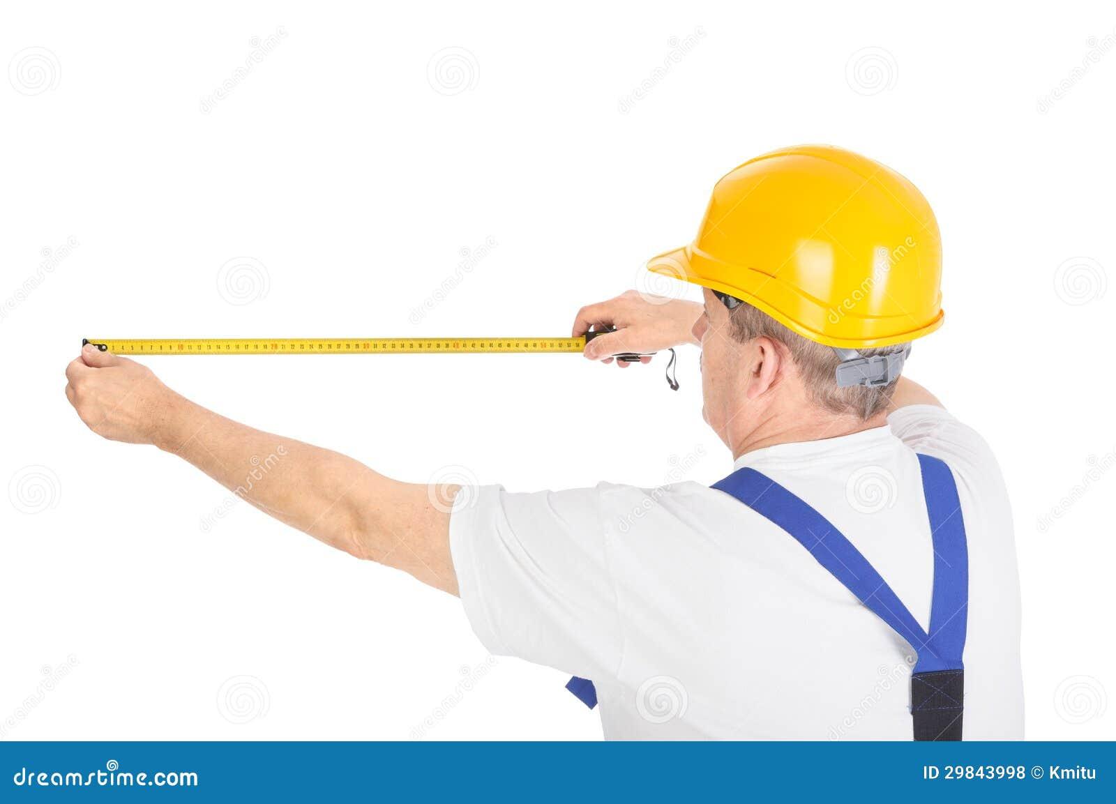 Trabalhador com fita de medição