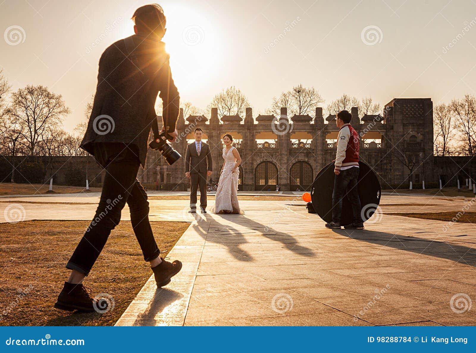 Trabalhador da fotografia do casamento
